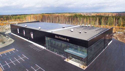 Ylöjärven Teivossa sijaitseva SIM Finland Oy:n toimitila on 8200 neliömetrin kokoinen, mutta tontilla riittää paljon rakennusoikeutta laajenemistakin varten. Ilmakuva SIMin tehtaasta.